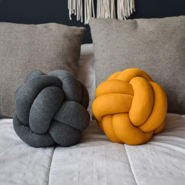 Kit de cojines decorativos de nudos Ana mostaza y gris oscuro