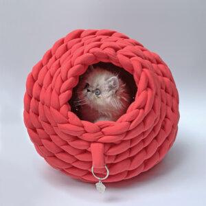 Cama para gato tipo cueva color salmon Ebani Colombia tienda online de decoración y mobiliario Binni
