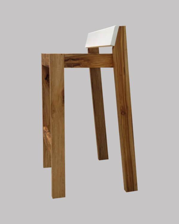 Banca / Silla alta Danish en madera maciza de Nogal nativo