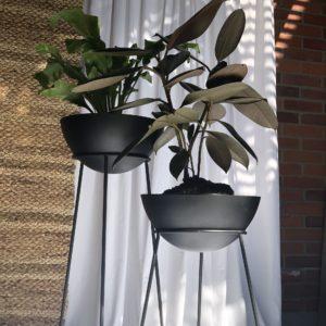 Matera Tri negra con maceta color cobre