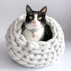 Cama para gato tipo cueva color azul cielo