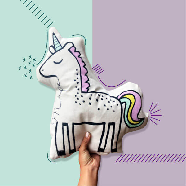 Cojín decorativo artesanal unicornio