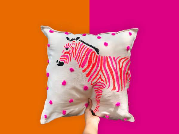 Cojín decorativo artesanal zebra
