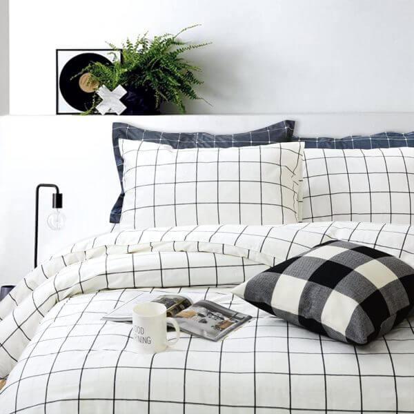 Duvet blanco a cuadros negros de 11 cms