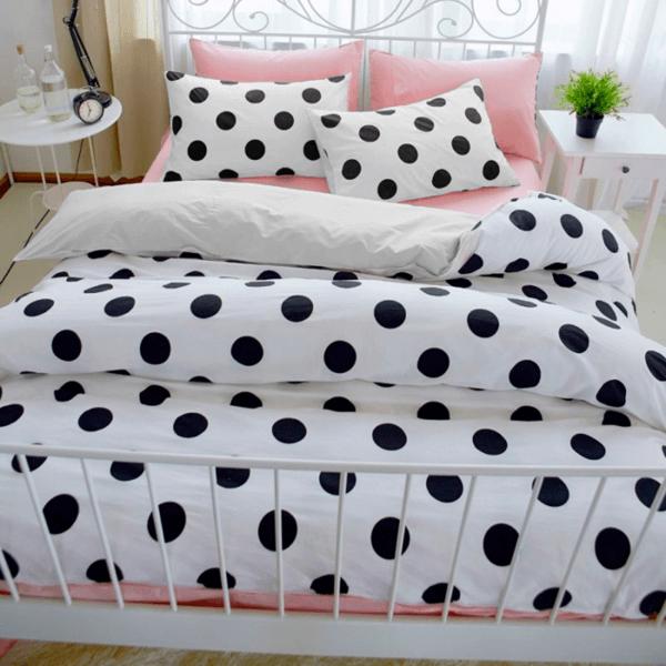 Duvet blanco de puntos negros