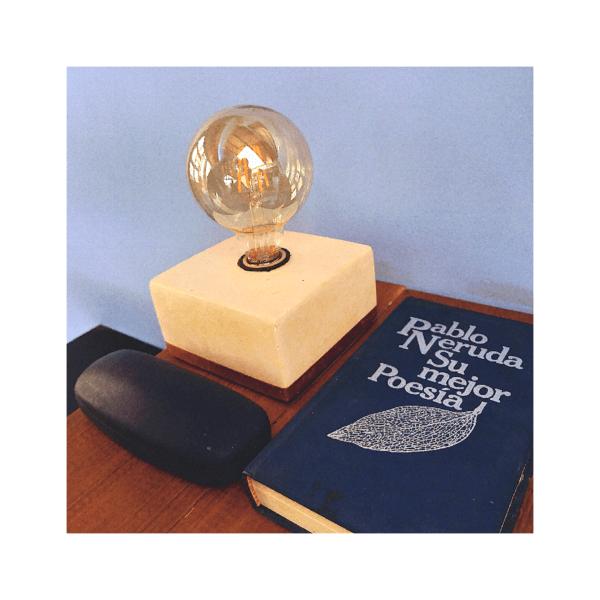Lámpara de mesa o escritorio Merak color amarilla pintada + bombillo