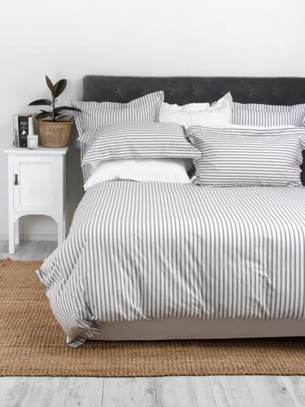 Duvet + Plumón + Fundas blanco de rayas delgadas gris