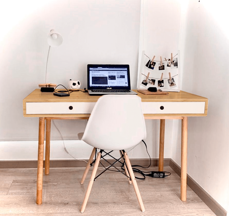 Escritorio moderno para pc o estudio en pino totalmente, cajones color blanco y gaveta perforada