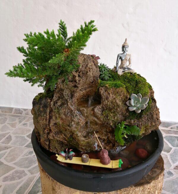 Fuente natural zen, con Buda