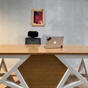 Escritorio moderno para pc o estudio diseño único Ebani Colombia tienda online de decoración y mobiliario Shapes shop
