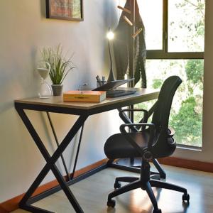 Escritorio moderno para pc o estudio sake clara Ebani Colombia tienda online de decoración y mobiliario Ferrum