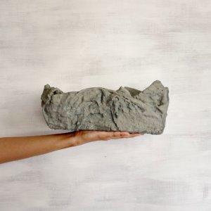 Matera de Piso Batu gray Ebani Colombia tienda online de decoración y mobiliario Cristian paredes