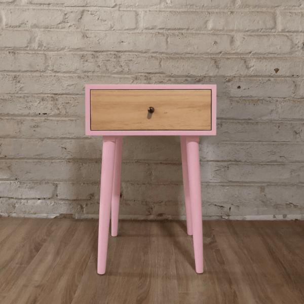 Mesa de noche o nochero nórdico minimalista Joy rosado con cajon en madera de pino