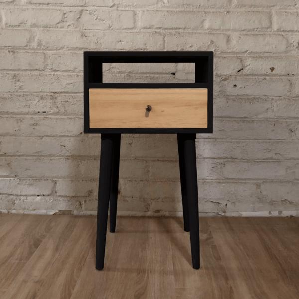Mesa de noche o nochero nórdico minimalista Mari negro con cajón en madera de pino