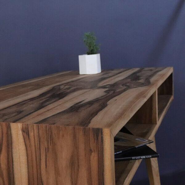 Escritorio Hella en madera maciza de Nogal