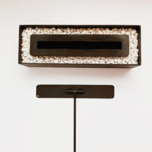 Mesa de noche o nochero nórdico minimalista Mari gris con cajón en madera de pino